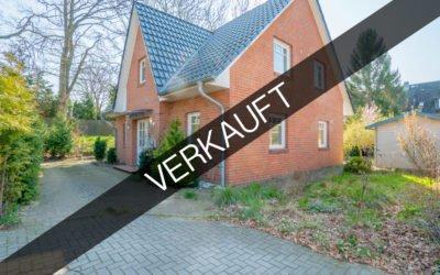 Hamburg – Hummelsbüttel | Traumhaftes Einfamilienhaus in idyllischer Wohnlage mit Sonnenterrasse
