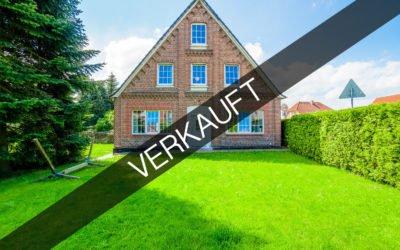 Hamburg –  Neuenfelde | Großes Einfamilienhaus mit Einliegerwohnung und Baugrundstück ohne Baubindung